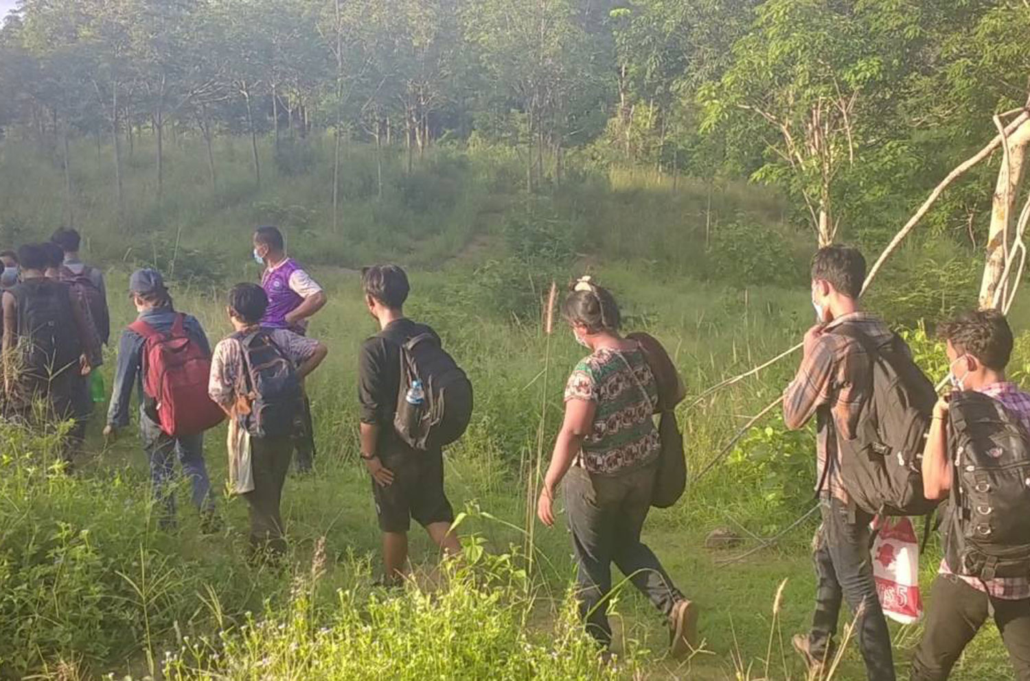 More illegal border crossers, guide caught