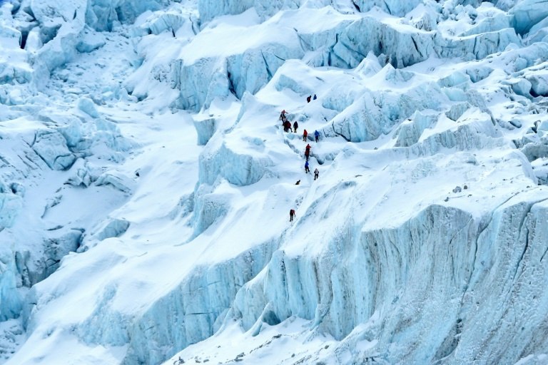 Two foreign climbers die on Everest