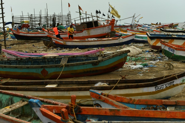 Six dead as powerful cyclone heads for India