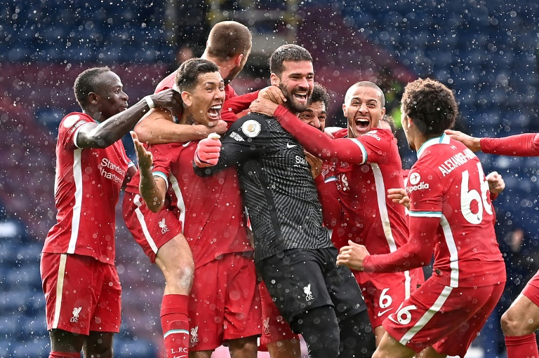Goalkeeper to goalscorer as Alisson rescues Liverpool, Tottenham up to sixth