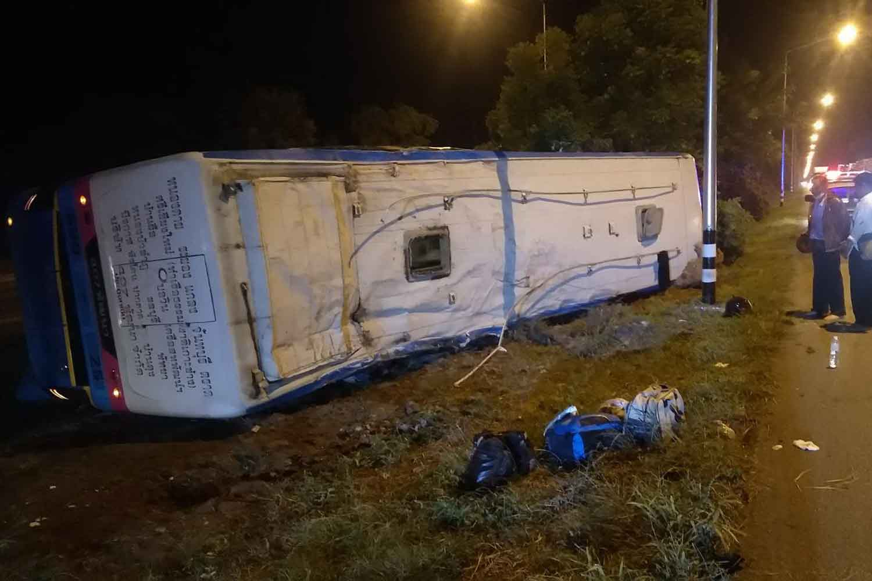 Tour bus overturns, 15 injured