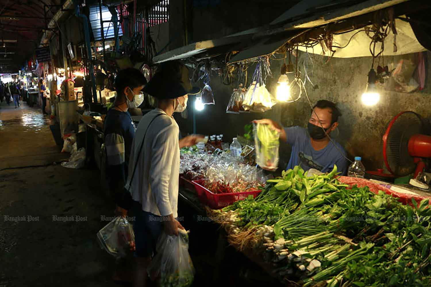 Shoppers buy fresh produce at Bang Kapi market in Bang Kapi district of Bangkok on Wednesday. The market has been ordered by City Hall to close for three days staring on Thursday after several vendors tested positive for Covid-19. (Photo: Arnun Chonmahatrakool)