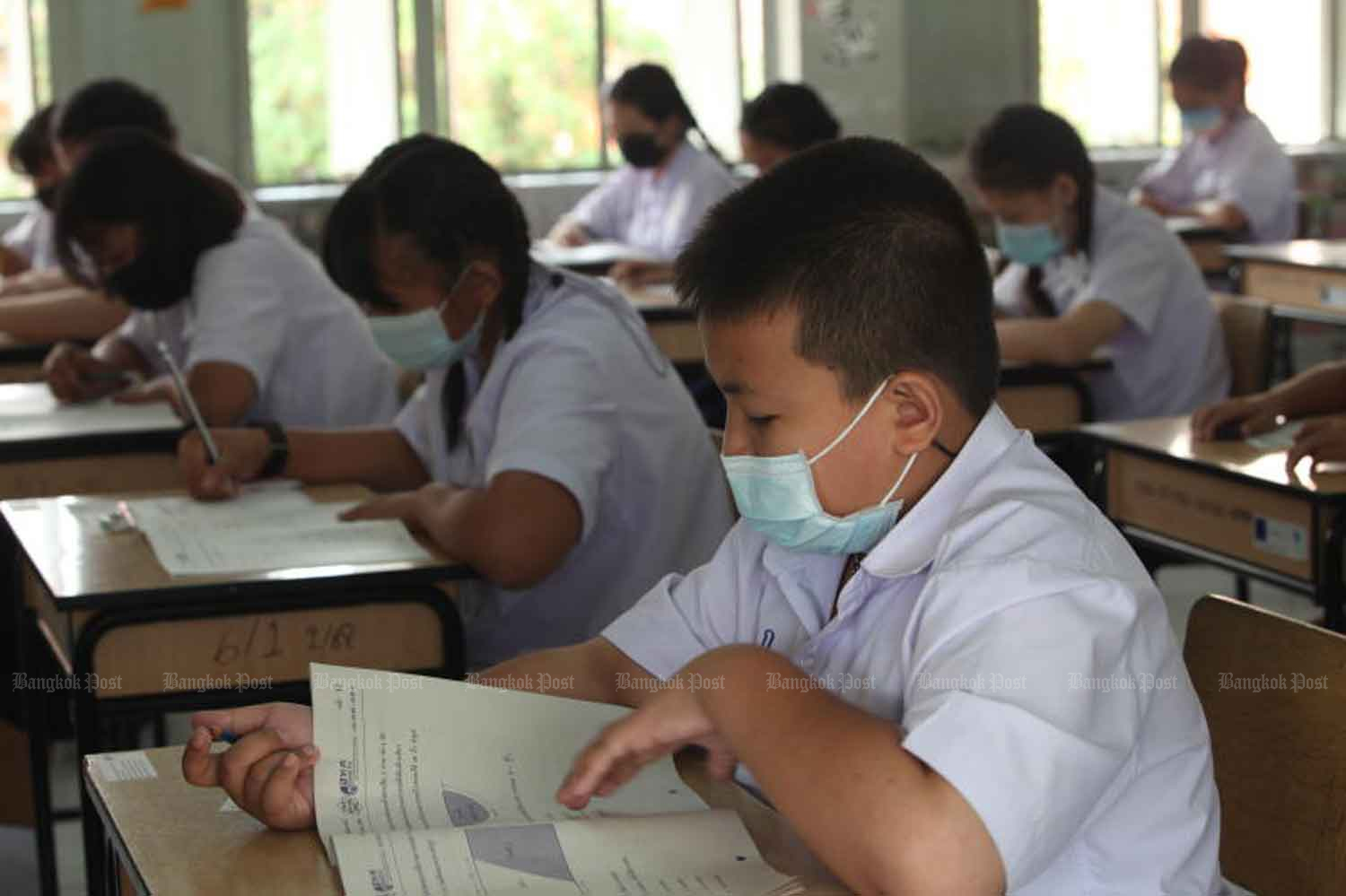 Grade 6 students at Wat Bung Thong Lang school, under the Bangkok Metropolitan Administration, sit the nationwide Ordinary National Education Test in maths, science, Thai and English in March. The government on Friday extended the closure of schools in Covid-hit Greater Bangkok.(Bangkok Post file photo)
