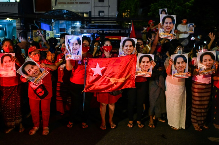 Supporters of the National League for Democracy (NLD) hold portraits of Aung San Suu Kyi as they celebrate the party's landslide election victory last Nov 9 outside party headquarters in Yangon. (AFP File Photo)