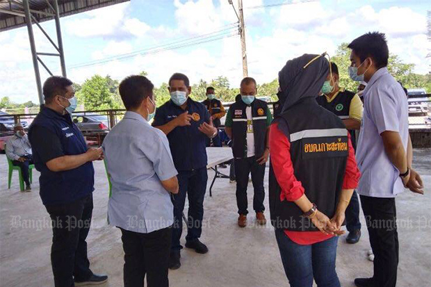 Officials explain the situation in tambon Koh Sathon of Narathiwat's Tak Bai district on Thursday. The entire tambon is under lockdown. (Photo by Waedao Harai)
