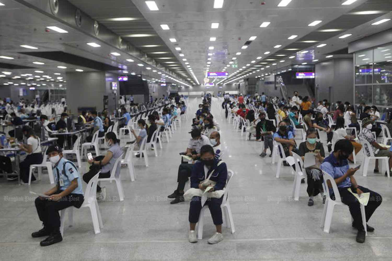 Registrants and workers in the transport sector wait for Covid-19 vaccinations at Bang Sue Grand Station in Chatuchak district, Bangkok, on Wednesday. (Photo: Nutthawat Wicheanbut)