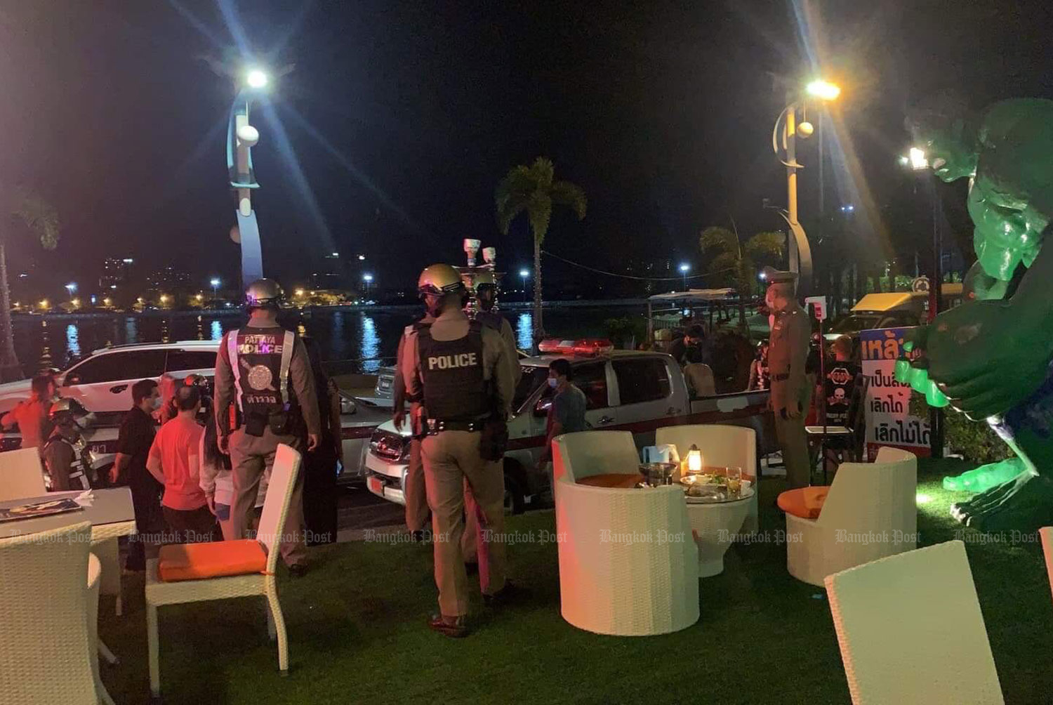 Pattaya police raid the Sky Mountain Laem Bali Hai restaurant and arrest Thais and foreigners drinking alcohol and smoking hookah tobacco, on Thursday night. (Photo: Chaiyot Pupattanapong)