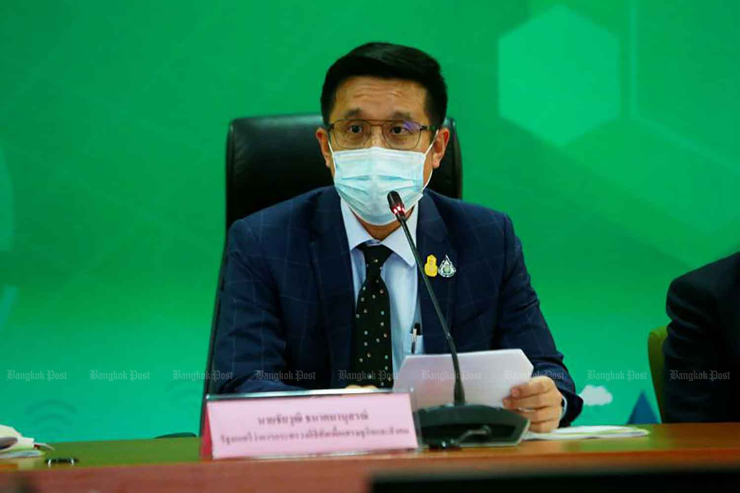 Digital Economy and Society Minister Chaiwut Thanakhamanusorn announces the court orders to shut down eight internet political commentators' accounts, at a press conference in Bangkok on Wednesday. (Photo: Arnun Chonmahatrakool)
