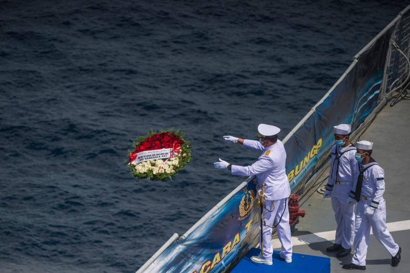 FILE PHOTO: A naval officer throws a flower bouquet into the sea during a remembrance ceremony for the crew of the Indonesian navy submarine KRI Nanggala that sank on April 21 during a training exercise, on the deck of the hospital ship KRI Dr. Soeharso off the coast of Bali, on  April 30, 2021. (AFP)