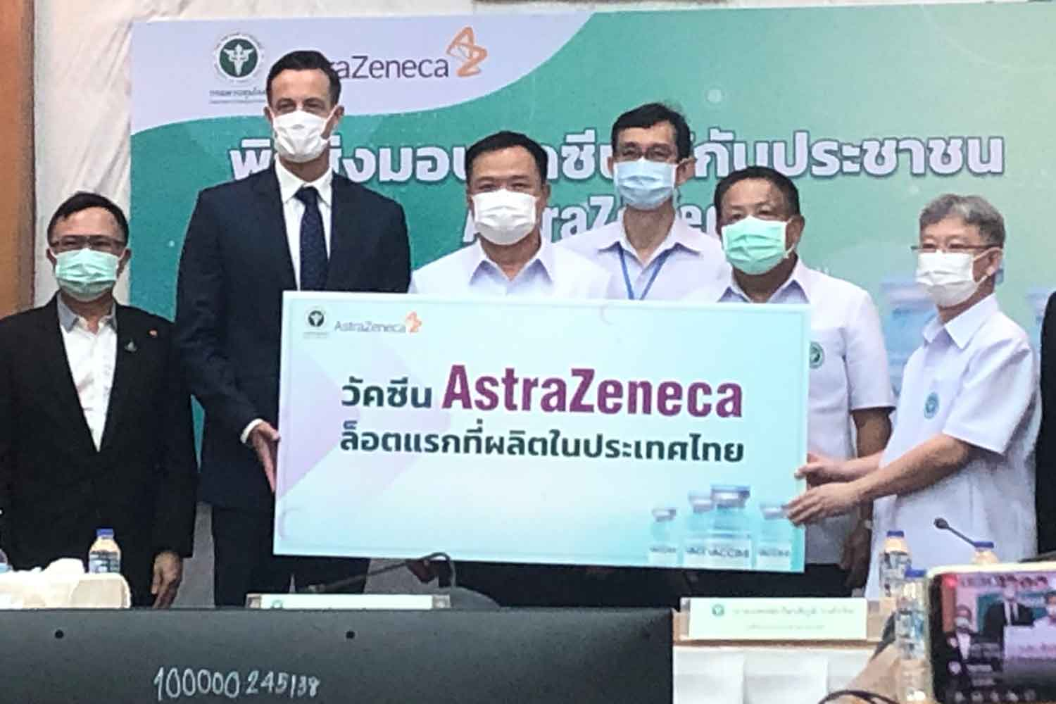 The Ministry of Public Health receives the first 1.8 million doses of AstraZeneca's Covid-19 vaccine produced by Siam Bioscience, on Friday. (Photo supplied)