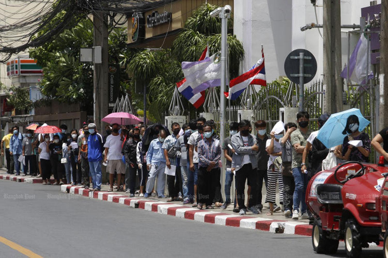 People queue for Covid-19 tests at Bansomdejchaopraya Rajabhat University in Thon Buri district, Bangkok on Saturday. (Photo: Wichan Charoenkiatpakul)
