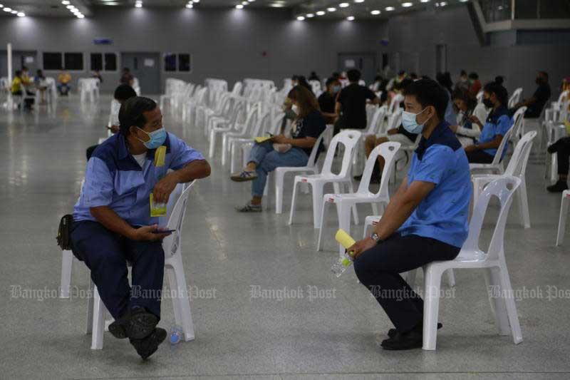 Bangkok bus drivers are at Bang Sue Grand Station on Sunday for vaccination. (Photo by Arnun Chonmahatrakool)