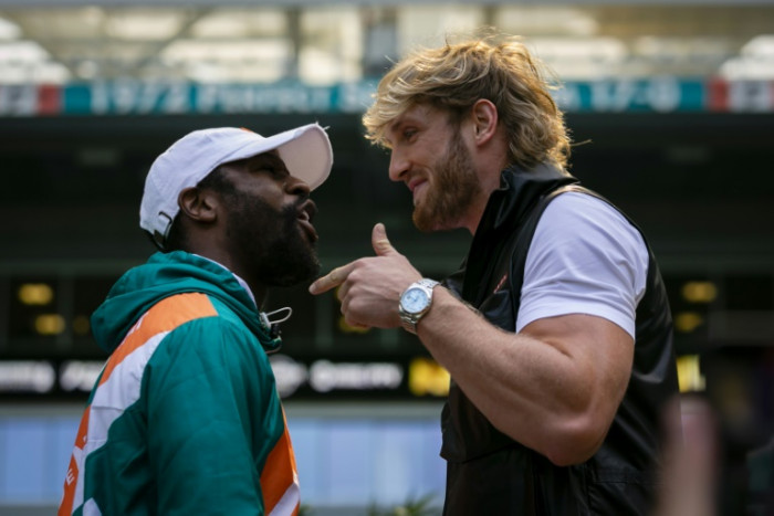 Mayweather barely breaks sweat in exhibition with YouTuber Logan Paul