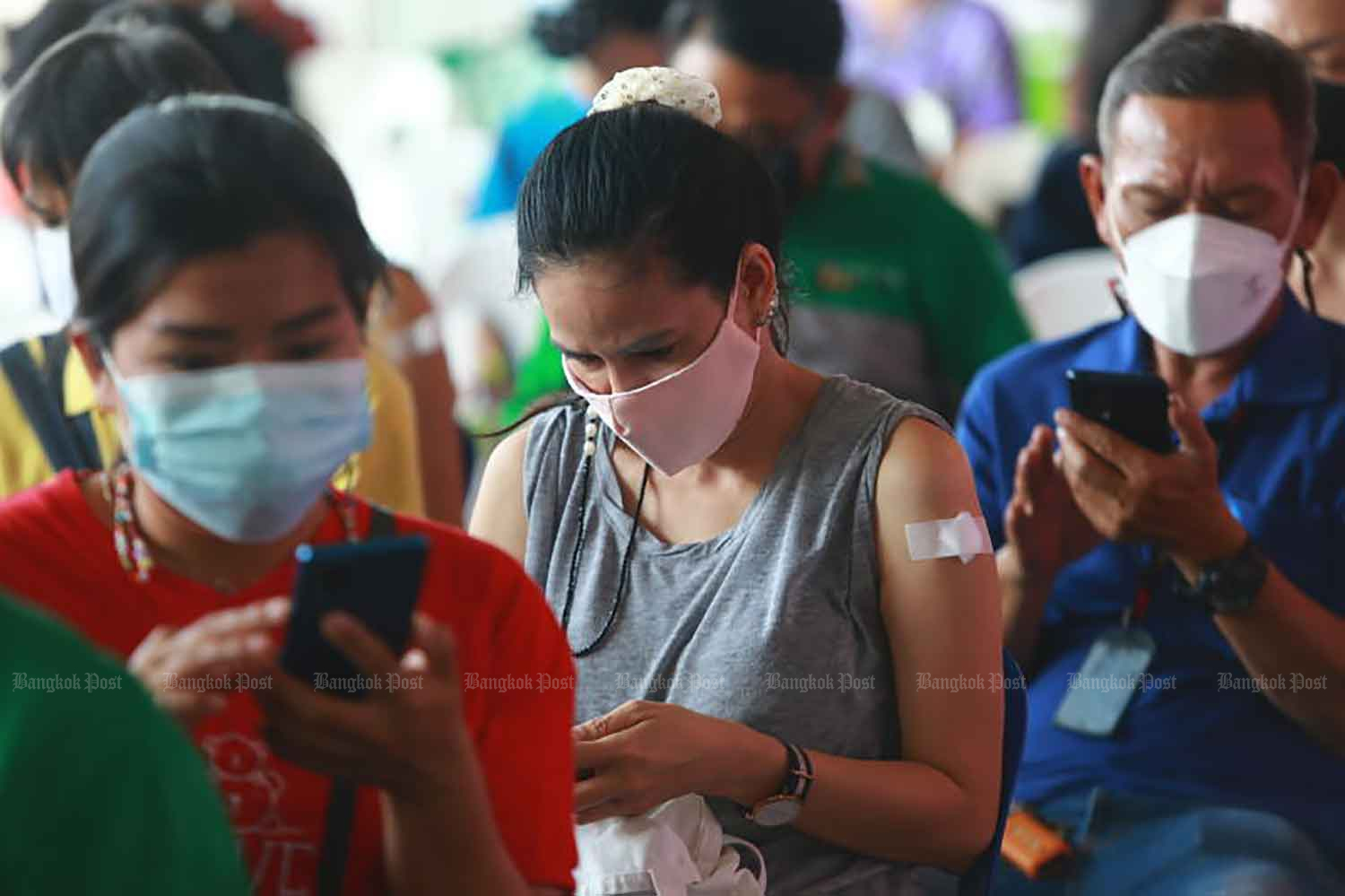 Covid-19 vaccine recipients wait to have their conditions monitored after inoculation in Klong Toey district, Bangkok, on Tuesday. (Photo: Somchai Poomlard)