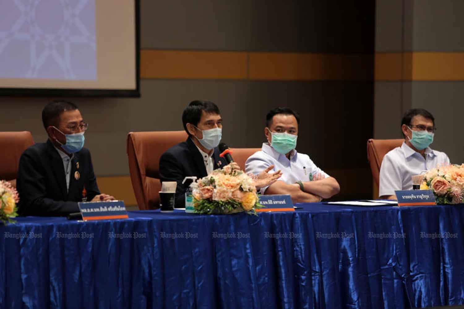 Nithi Mahanonda (centre left), secretary-general of the Chulabhorn Royal Academy, talks about Sinopharm's Covid-19 vaccine it is importing from China, in Bangkok on May 28. (File photo)