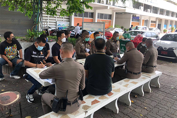 Police gather evidence about the death of Veeraphan Tamklang, a second-year student in the civil engineering faculty, at Rajamangala University of Technology Tawan-ok, Uthenthawai Campus, on Wednesday. (Photo by Wassayos Ngamkham)