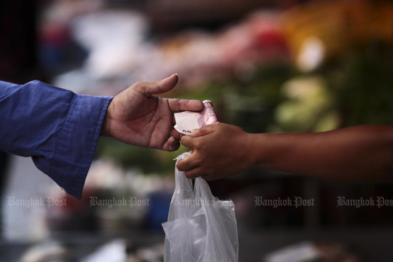 Consumer index drops to a record low in May. (Bangkok Post photo)