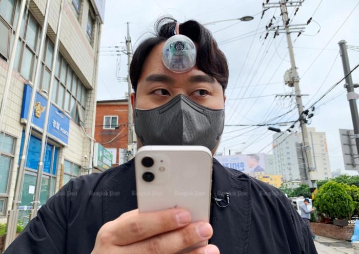 Designer creates 'Third Eye' for 'phone zombies'