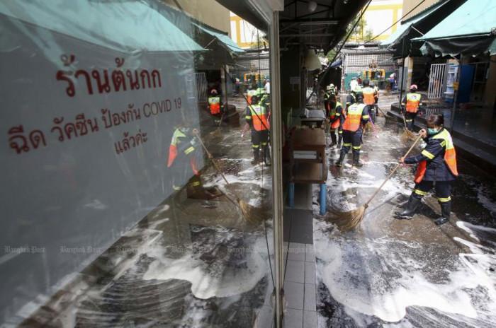 Authorities deny hundreds caught Covid at Silom market