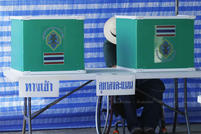 Prawit scoffs at 'early election'
