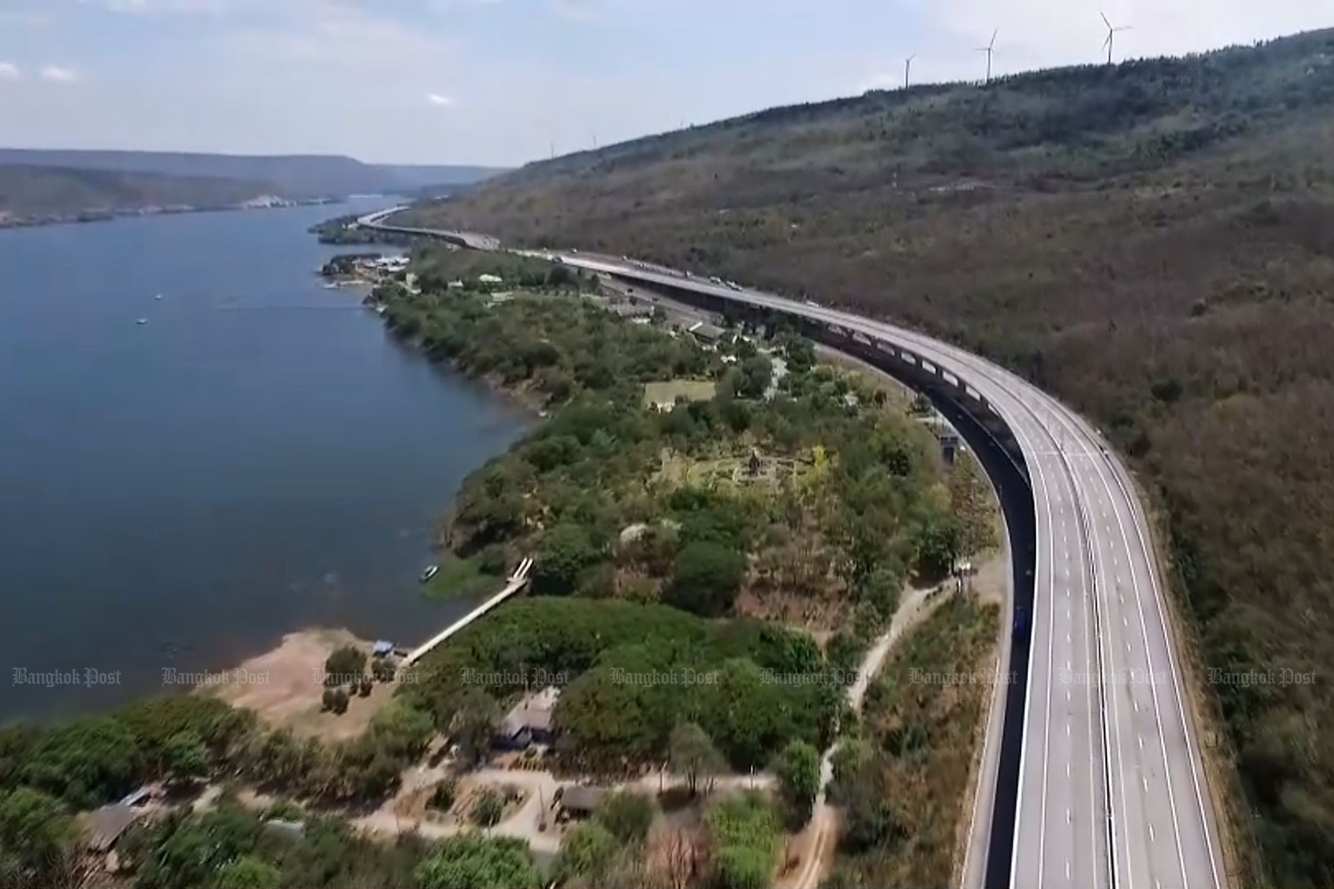 A scenic view of the Bang Pa-in-Nakhon Ratchasima motorway via the Lam Takong Reservoir. A section of the new road opened this April.(Photo: Prasit Tangprasert)