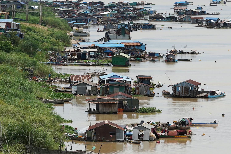 Floating homes demolished in Phnom Penh