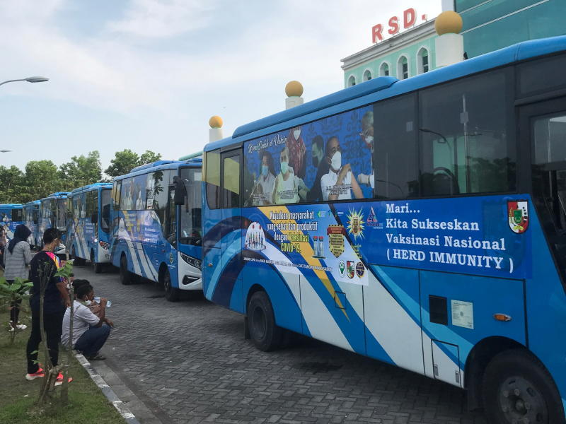 Indonesia city revs up Covid vaccine buses