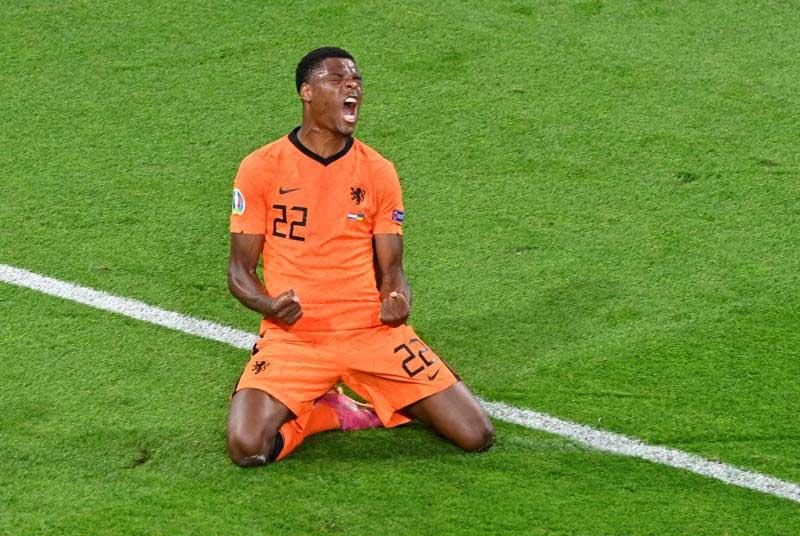 Late Dumfries header secures Dutch win after Ukraine fightback
