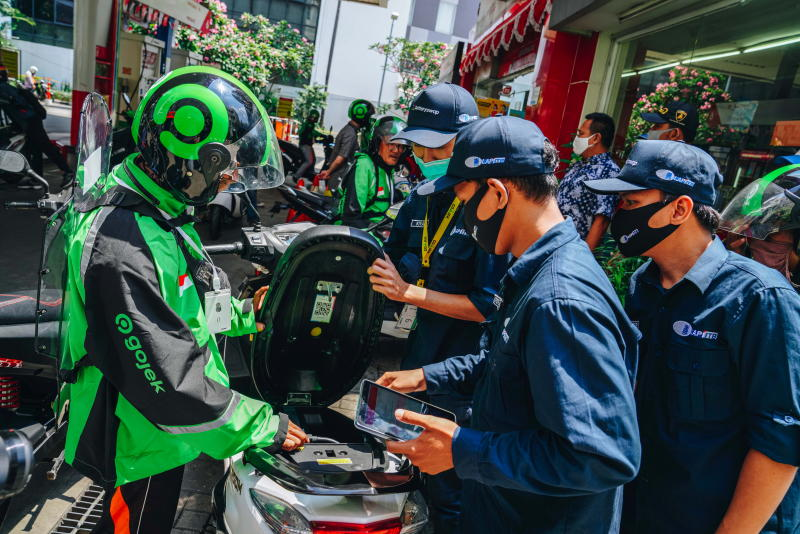 Indonesia aims to sell only electric cars, motorbikes by 2050