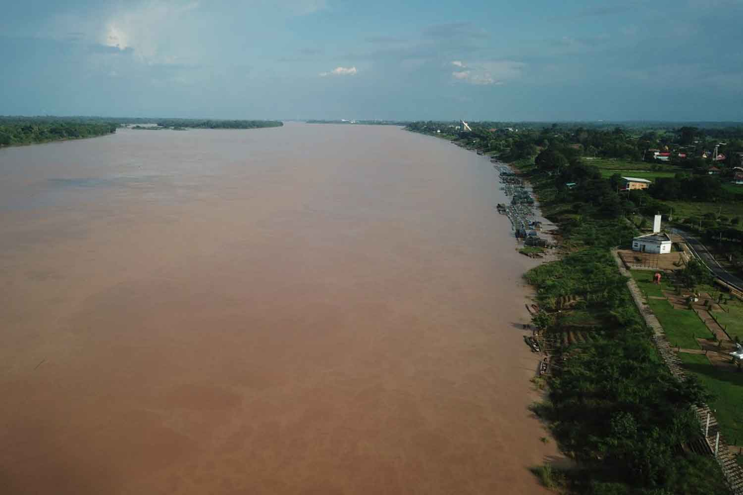 The Mekong river flows past Nakhon Phanom township (right) on Wednesday. (Photo: Pattanapong Sripiachai)