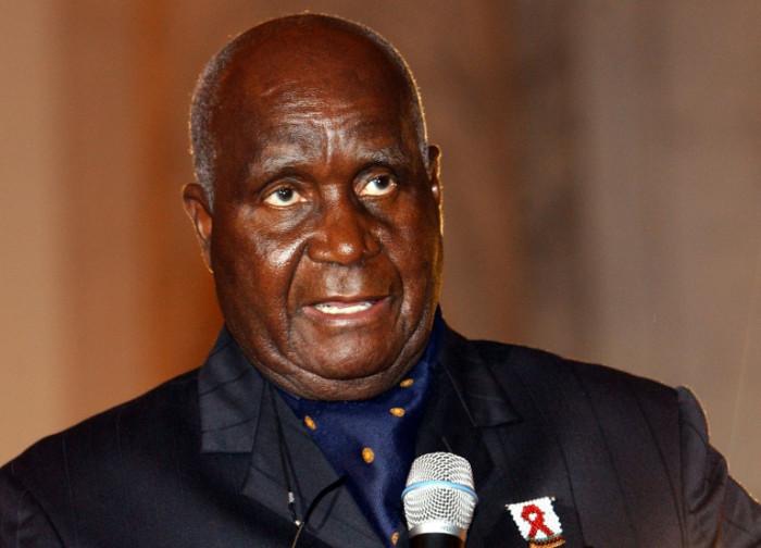 Kaunda: Zambian liberation leader dies at 97