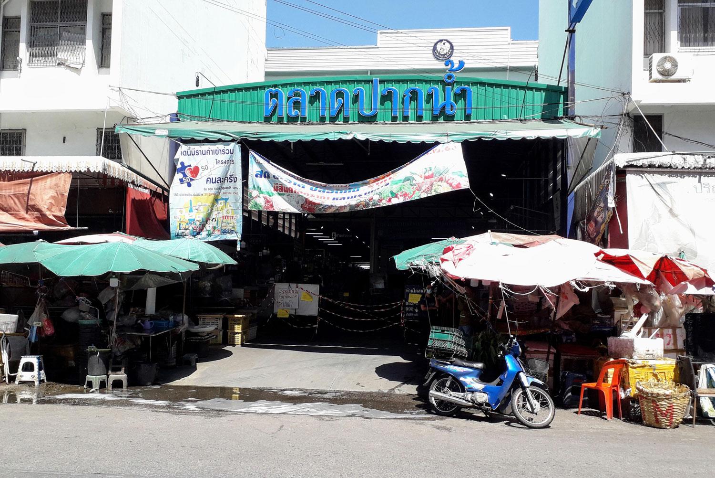 Pak Nam market closed after 100 positive tests