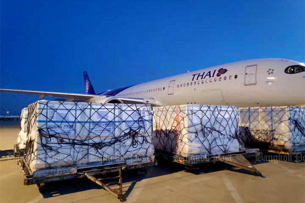 Sinopharm vaccines are unloaded from a Thai Airways International flight after the plane arrived at Suvarnabhumi airport from Beijing on Sunday. (Photo from Chulabhorn Royal Academy)