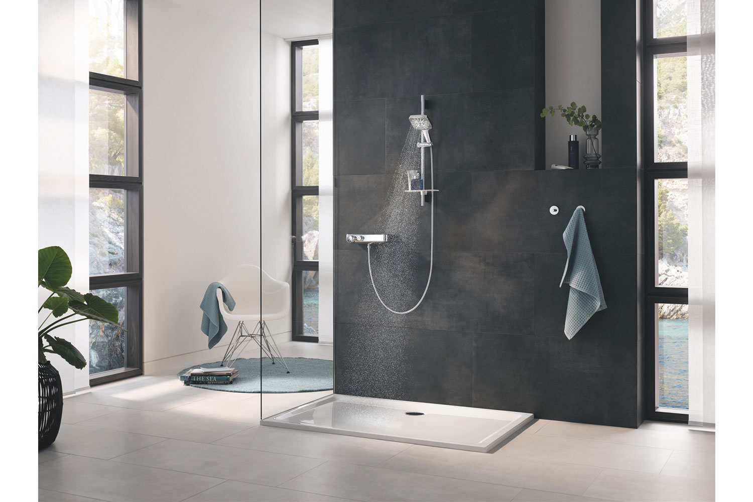 With the new GROHE Rainshower SmartActive hand shower, the perfect shower experience is just a click away