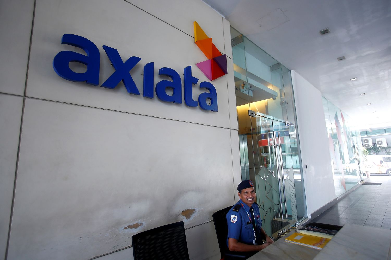 $15bn deal to form Malaysia's biggest mobile operator