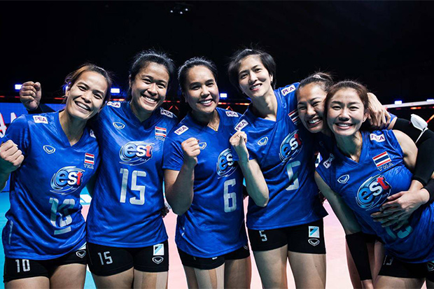 Thailand's Fab Six — from left, Wilavan Apinyapong, Malika Kanthong, Onuma Sittirak, Pleumjit Thinkaow, Amporn Hyapha, and Nootsara Tomkom — pose during the 2021 FIVB Women's Volleyball Nations League in Rimini, Italy.(FIVB photo)