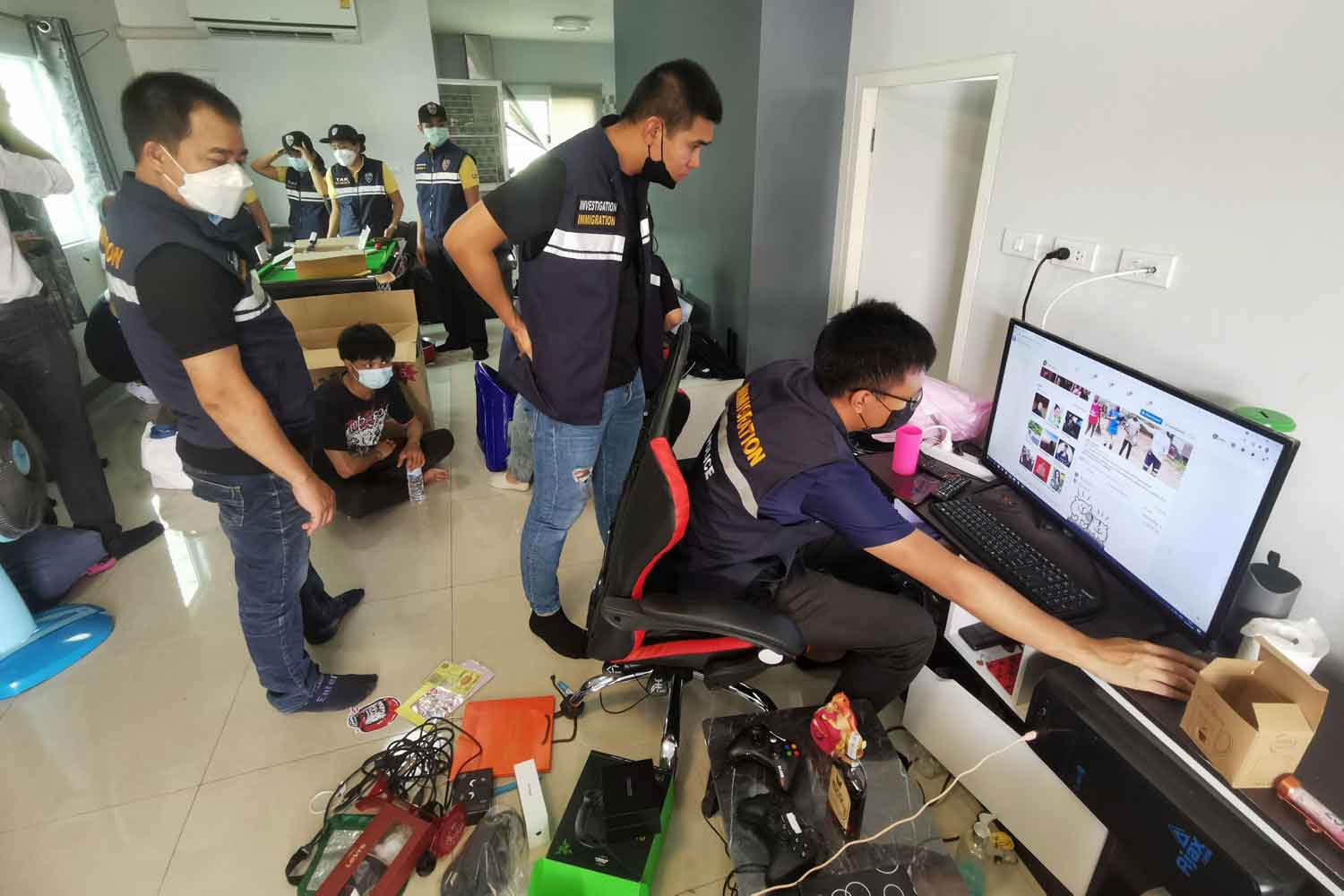 Football gambling 'hosts' busted in Mae Sot
