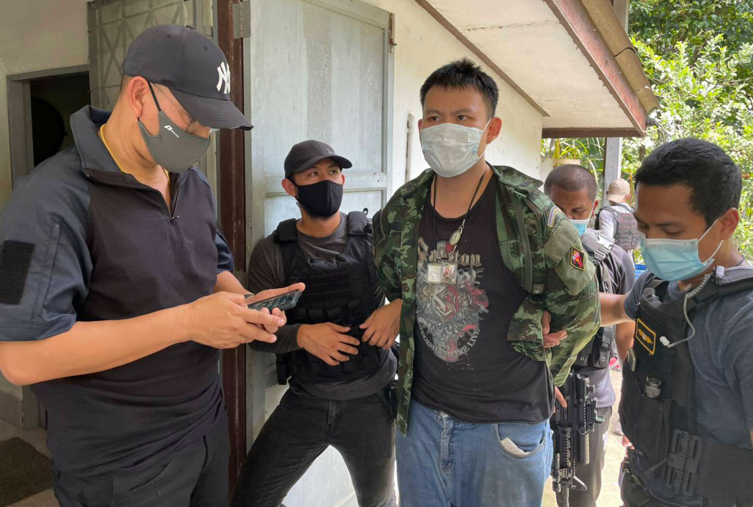 Kawin Saengnilkul, 23, surrenders to police in Ranong early Thursday afternoon. (Photo supplied)