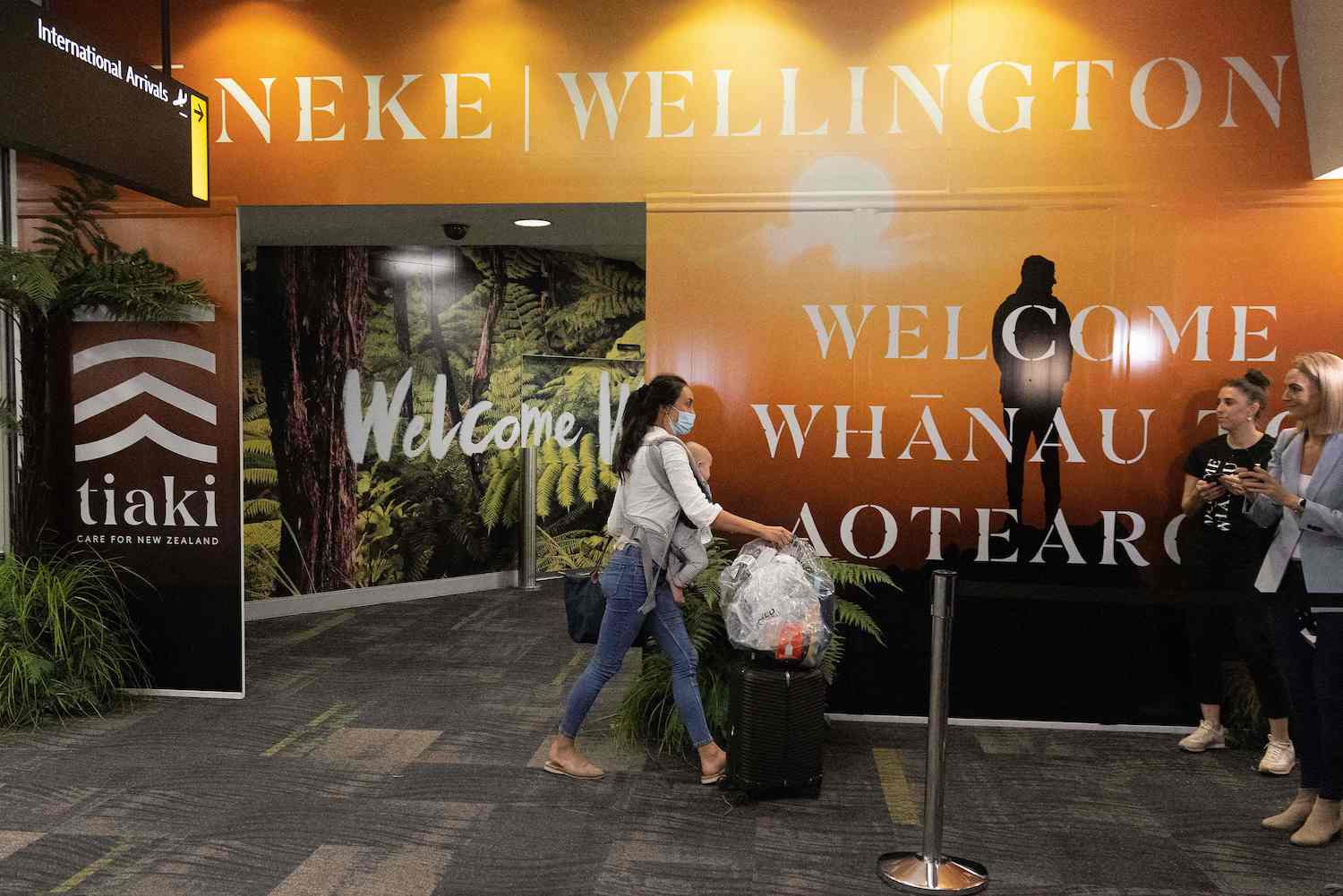 A traveller arrives in Wellington on the first flight from Sydney, after Australia and New Zealand opened their quarantine-free travel bubble on April 19. The arrangement was suspended on Saturday. (AFP File Photo)