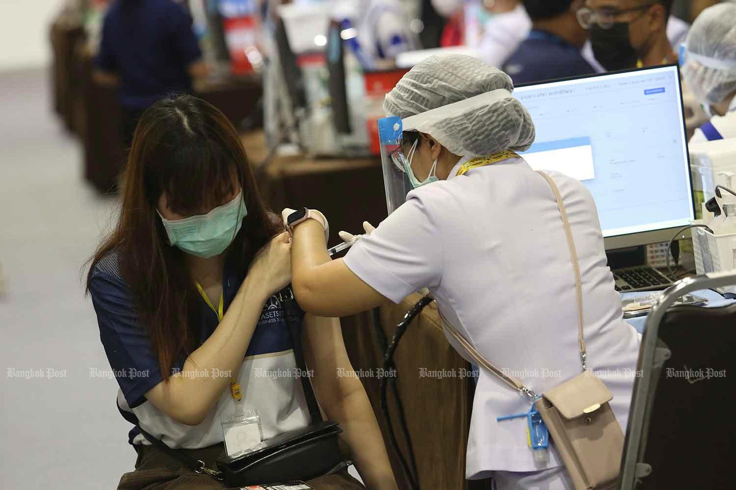 The Delta variant is responsible for 70% of people in Bangkok falling sick with Covid-19, says a virologist. (Bangkok Post photo)