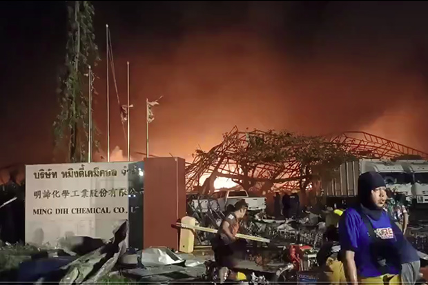 An explosion and fire levels Ming Dih Chemical Co factory in Bang Phli district of Samut Prakan on Monday morning. (Photo: Poh Teck Tung Khamrop 51 Foundation via @fm91trafficpro Twitter account)
