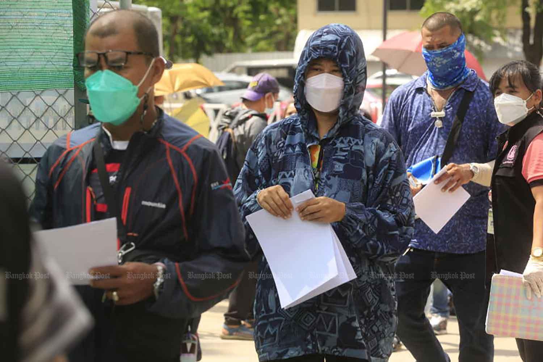 People queue for Covid-19 testing near the Hua Lamphong train station in Bangkok on Wednesday. (Photo: Pornprom Satrabhaya)