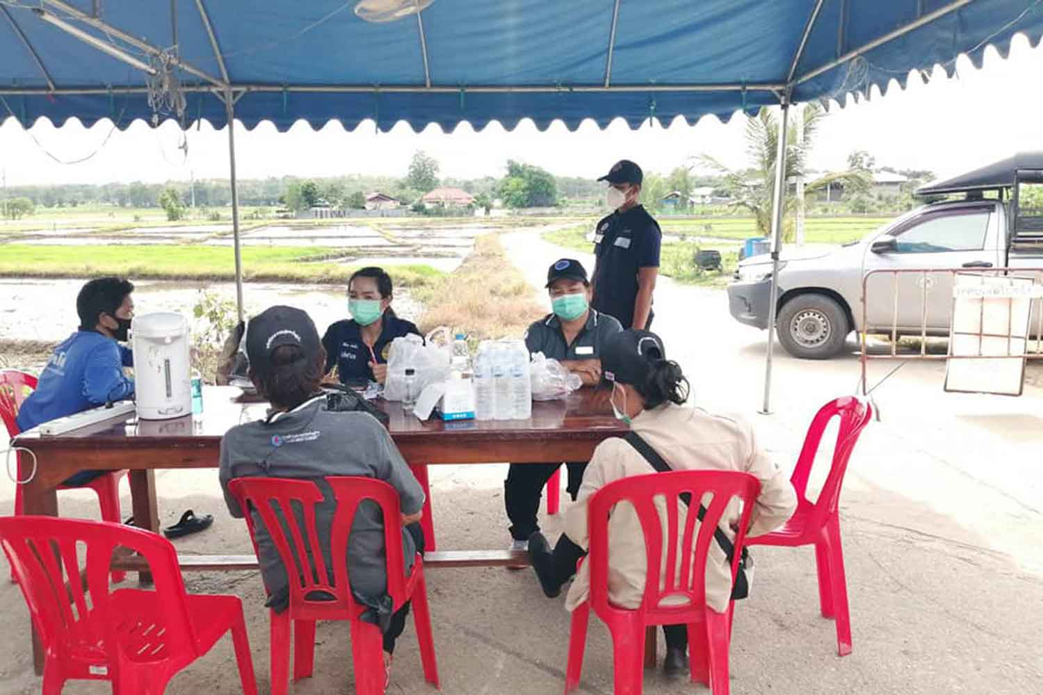 A checkpoint in Mae Sot district of Tak on Wednesday, set up to discourage people's movements and control Covid-19. (Photo: Assawin Pinitwong)