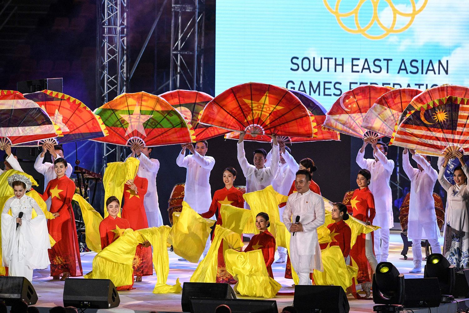 In this file photo taken on Dec 11, 2019, performers from Vietnam participate in the closing ceremony of the SEA Games at the athletics stadium in Clark, Capas, Tarlac province, north of Manila. (AFP photo)