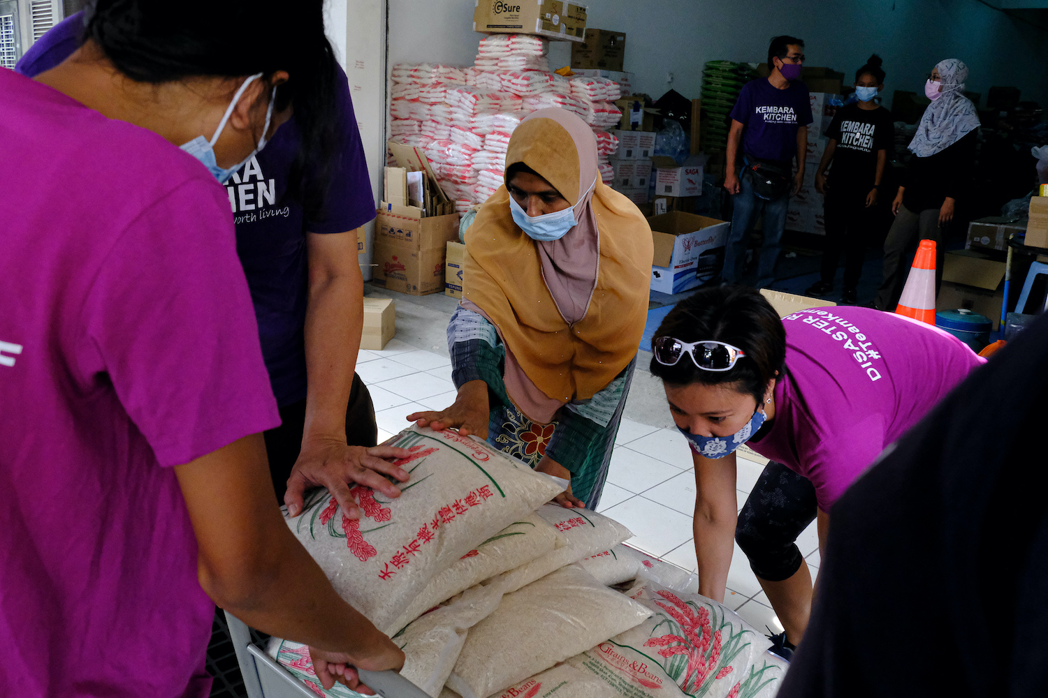 Volunteers pack food supplies for distribution to residents in need at the Kembara Community Care Centre in Kota Kemuning, Selangor, Malaysia on Friday. (Bloomberg Photo)
