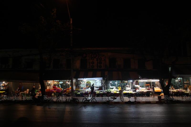 Pak Klong Talad was quiet hours before a curfew on April 23, 2020. (Photo by Arnun Chonmahatrakool)