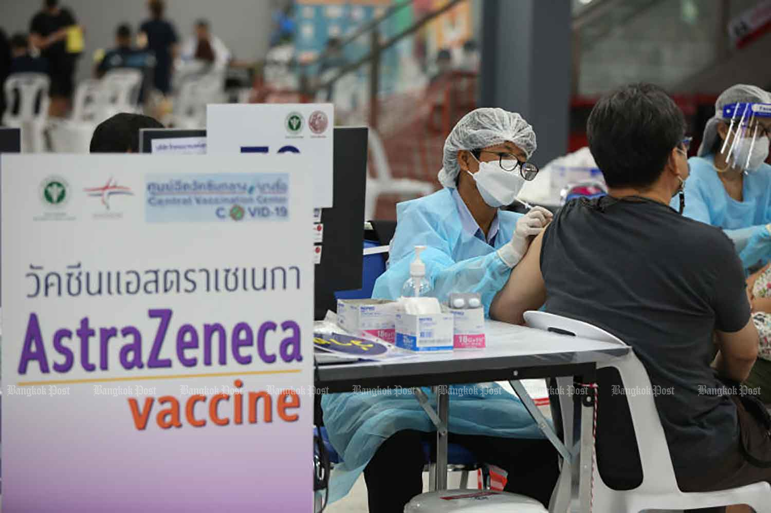 A health worker administers Covid-19 vaccine by AstraZeneca at the Bang Sue Grand Station in Bangkok last month. (Photo: Varuth Hirunyatheb)