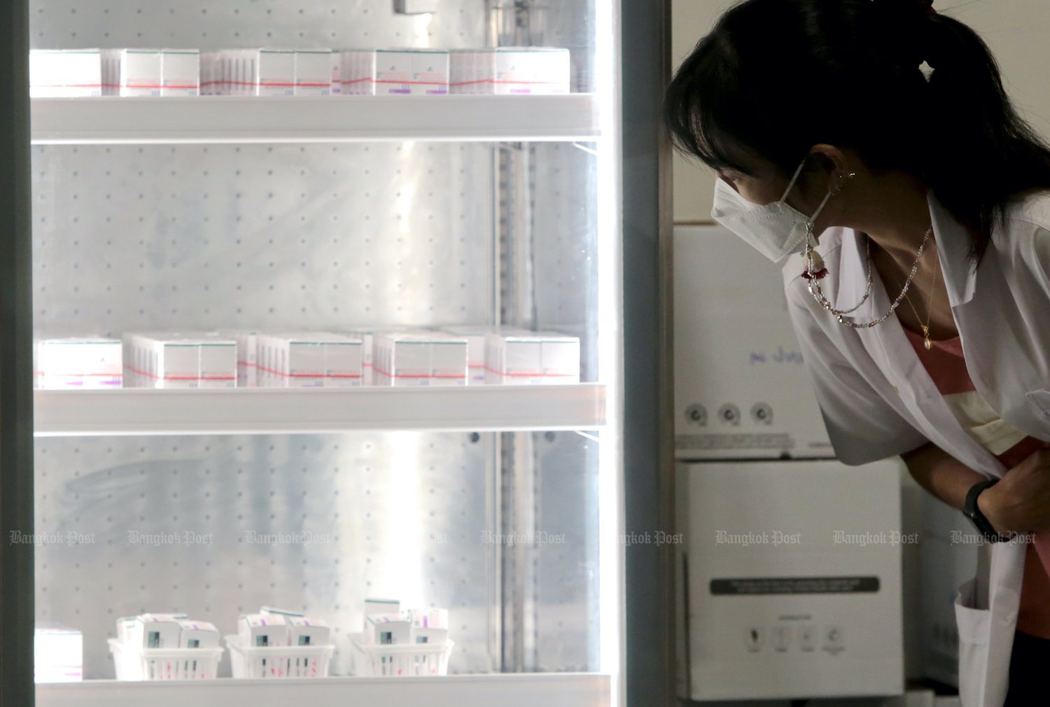 A medical worker checks on vaccine kept in a refrigerator for use at a vaccination centre in Central Chaeng Wattana shopping centre in Nonthaburi. (Chanat Katanyu)