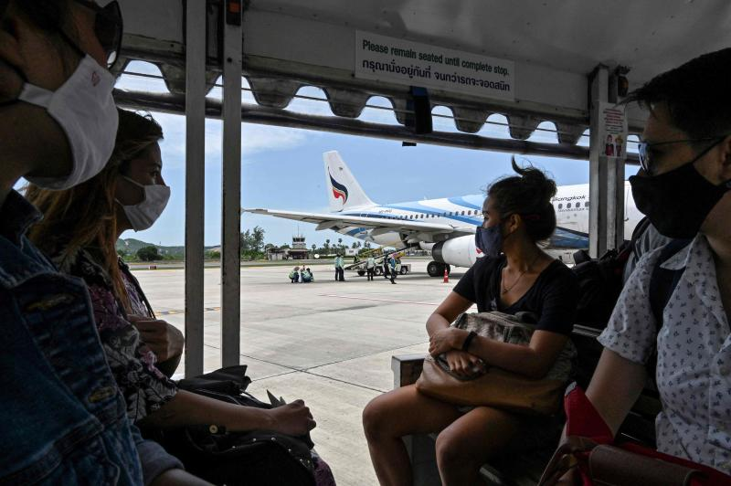 FILE PHOTO: Passengers wearing face masks as a preventive measure against the Covid-19 coronavirus ride a shuttle to a Bangkok Airways domestic flight at Koh Samui airport in Surat Thani province on Aug 21, 2020. (AFP)
