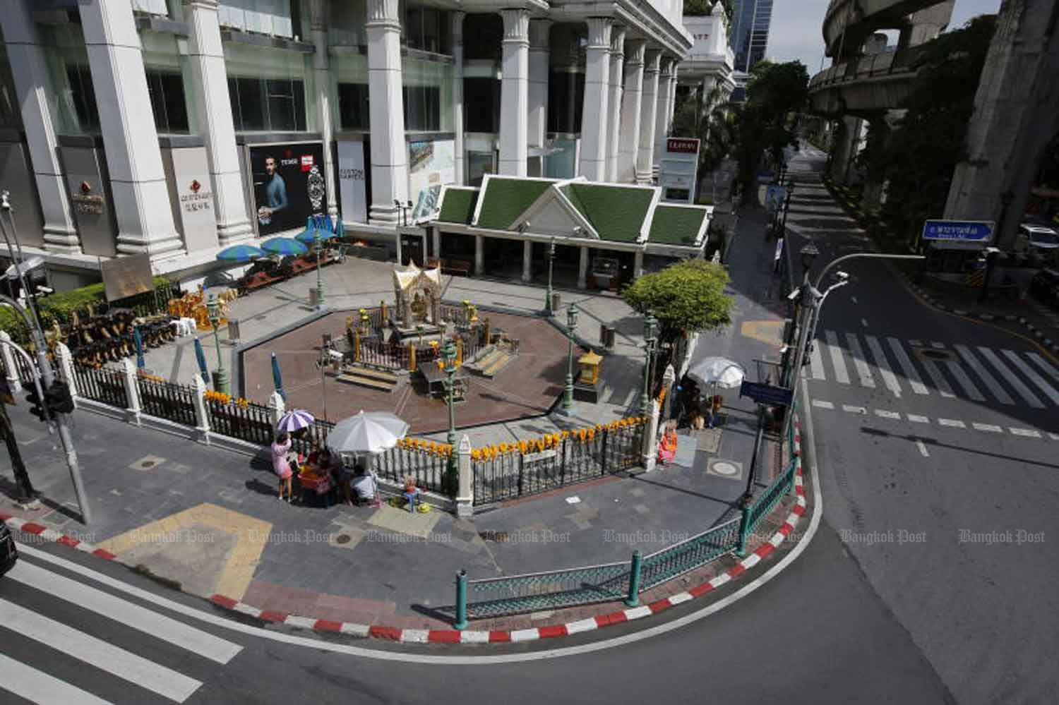 There was little traffic near the famous Erawan Shrine at at Ratchaprasong intersection, a central business area of Bangkok, on Tuesday, when lockdown measures took effect in 13 provinces heavily hit by Covid-19, including Greater Bangkok. (Photo: Wichan Charoenkiatpakul)